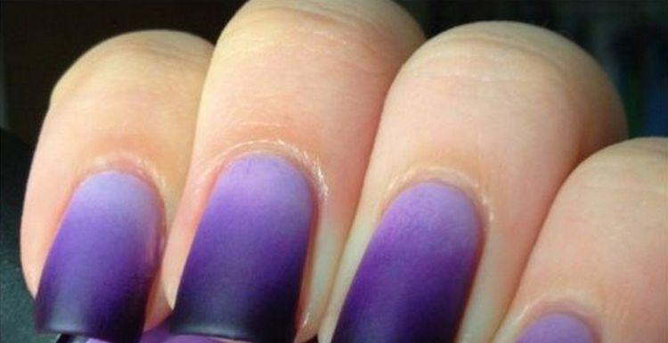 Стильный матовый фиолетовый маникюр омбре.