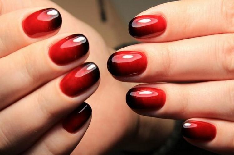 Омбре на ногтях гель лаком выглядит очень богато.