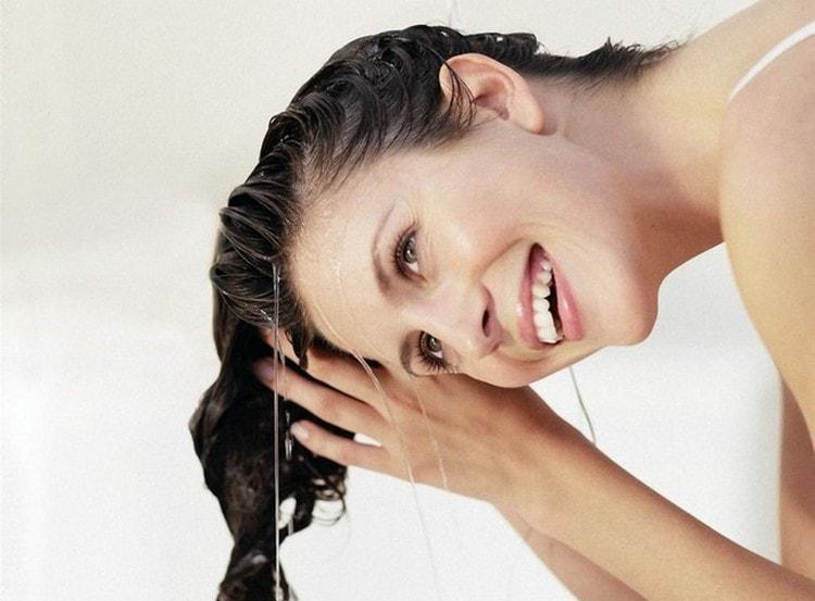 не забывайте тщательно смывать питательные смеси с волос.
