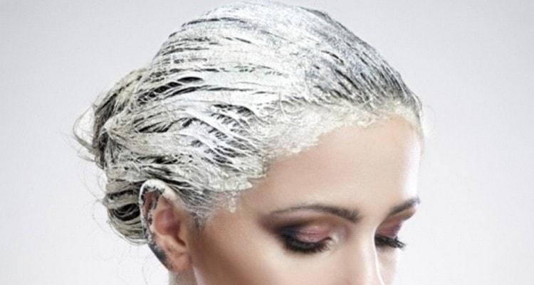 Летом смесь на волосах не обязательно держать под шапочкой.