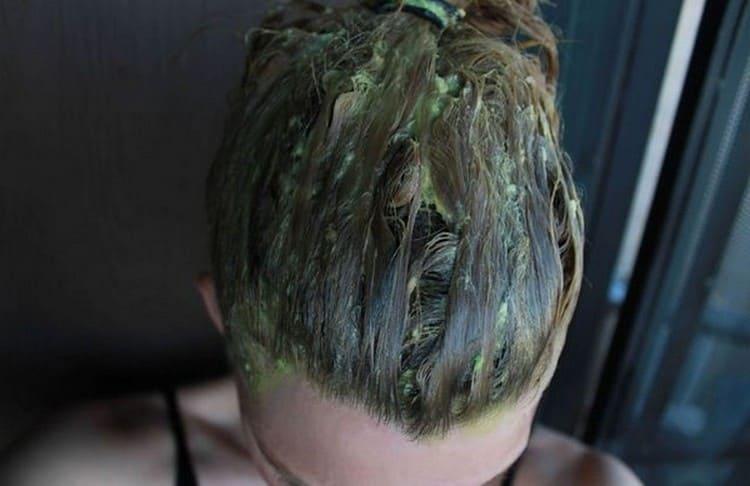 Такая маска подойдет для очень сухих и поврежденных волос.