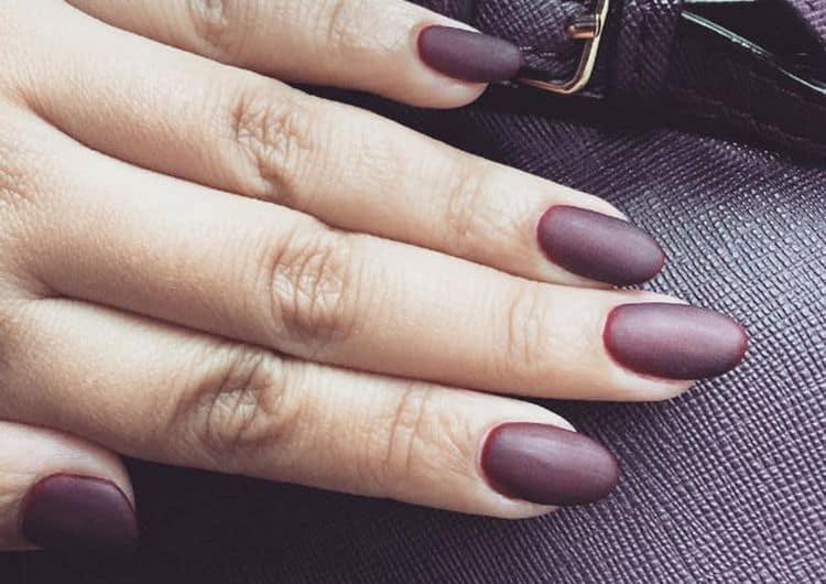 Посмотрите на фото новинки матового дизайна ногтей.
