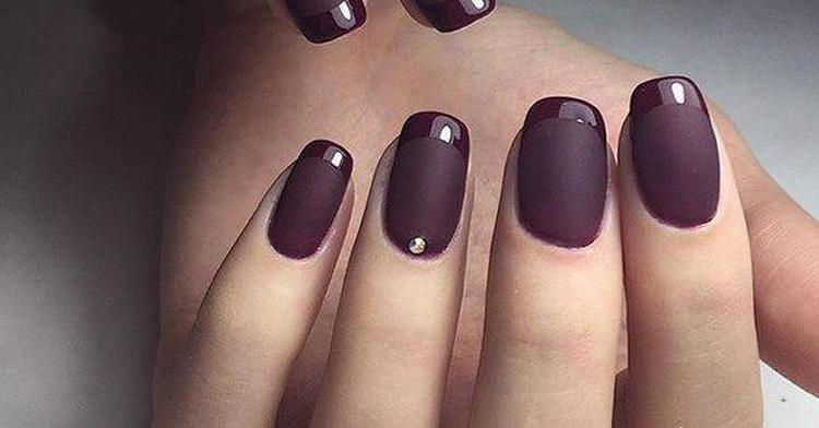 В моде также дизайн ногтей матовый с глянцем.