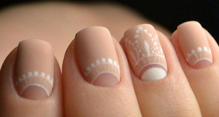 А вот красивый бежевый матовый дизайн ногтей.
