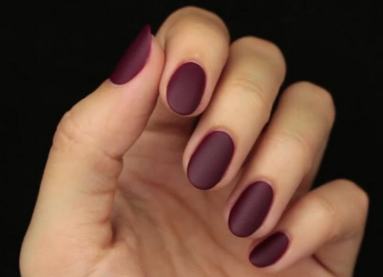 Посмотрите фото дизайна ногтей с матовым топом.