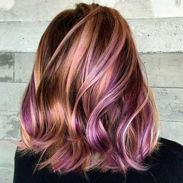 Стильно выглядит и разноцветное мелирование на длинных волосах.