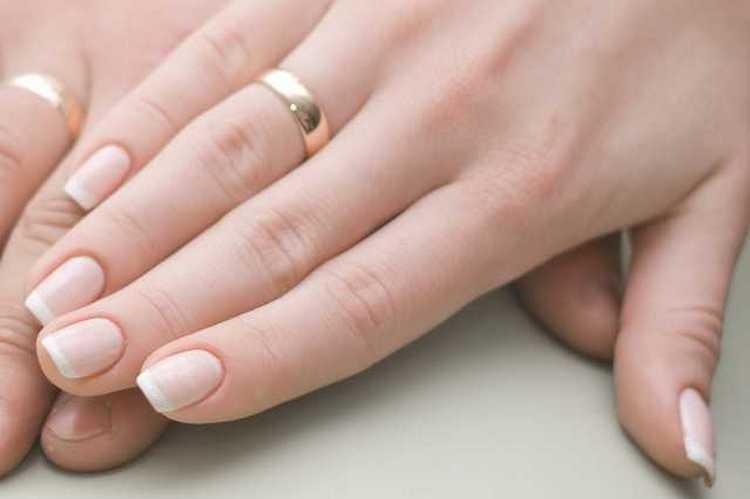 перед тем как заняться дизайном ногтей, приведите их в порядок.