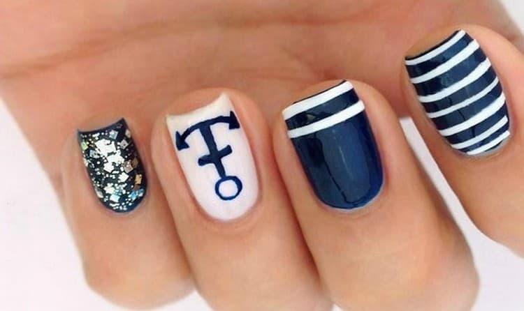 А вот еще фото дизайна ногтей в морском стиле.
