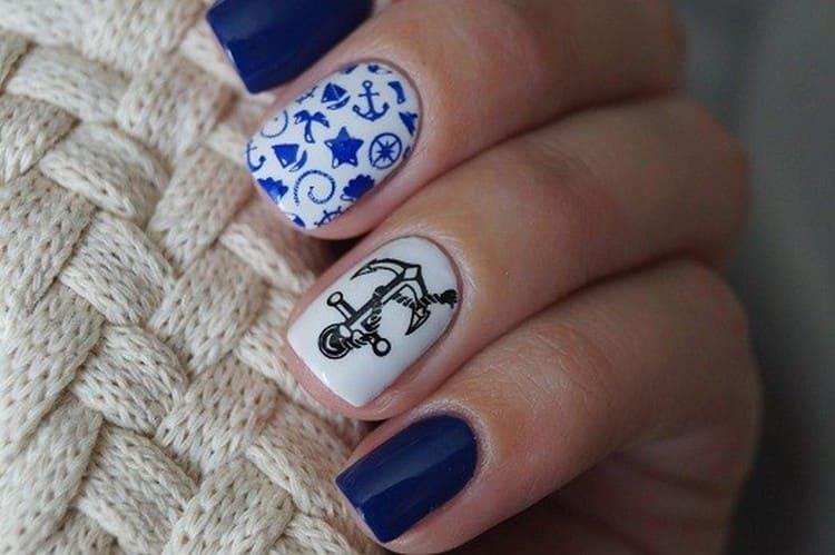 А на этом фото можно увидеть образец дизайна ногтей, актуального для цвета морской волны.