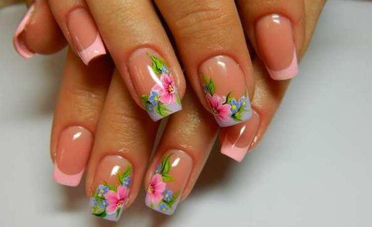 А вот нежный летний дизайн ногтей при наращивании.