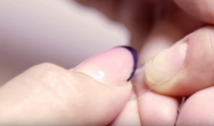 Узнайте также, какие гели нужны для наращивания ногтей гелем.