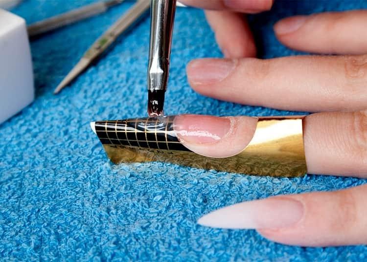 Когда постановка формы для наращивания ногтей закончена, можно приступать к моделированию самого ногтя.