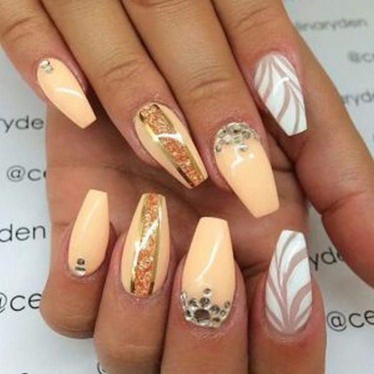 Посмотрите на фото, какие бывают формы ногтей при наращивании.