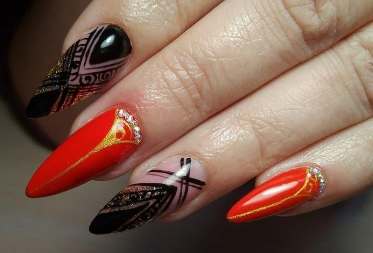На нарощенных ногтях можно делать самый разный маникюр.