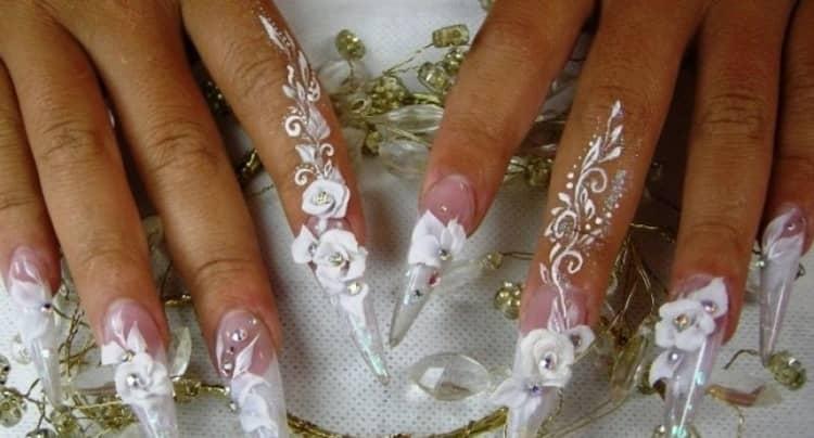 Скульптурные цветы на ногтях.