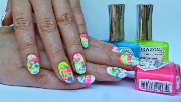 А вот кляксы на ногтях, которые сможет сделать каждый.