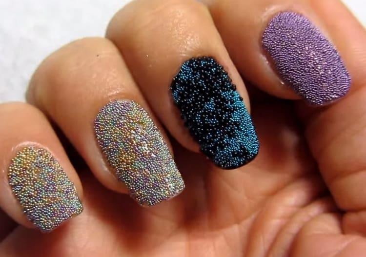 """А вот сочетание нескольких цветов """"икры"""" на ногтях."""