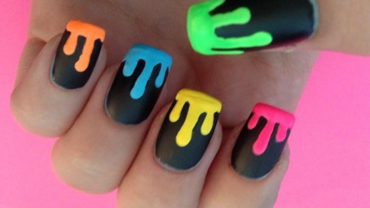 Более примитивные потеки краски на ногтях.