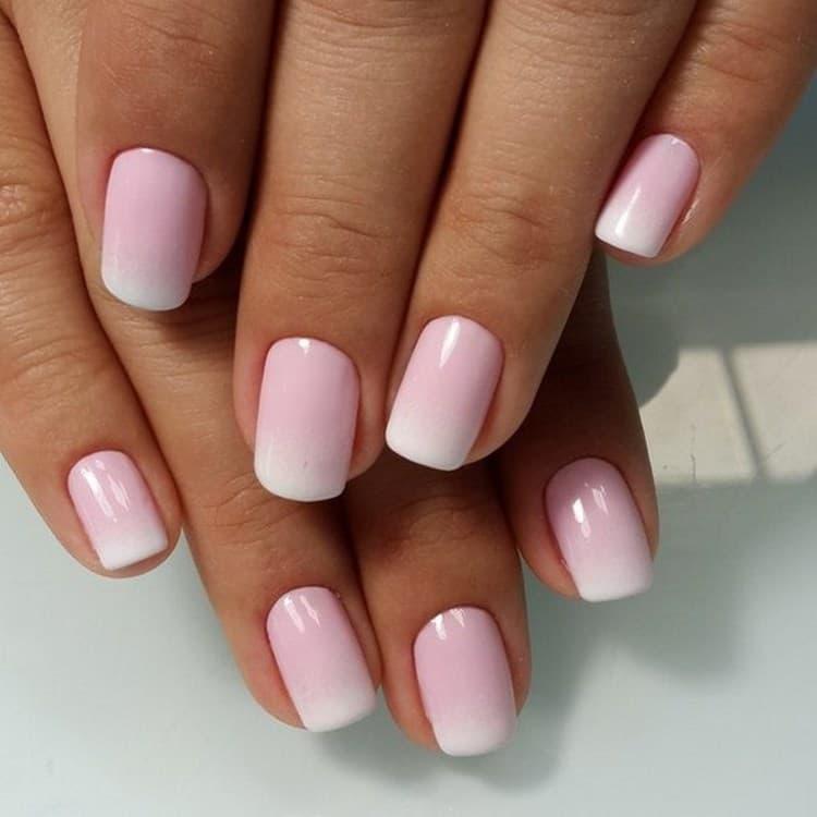 Посмотрите фото дизайне ногтей с использованием нежных тонов.