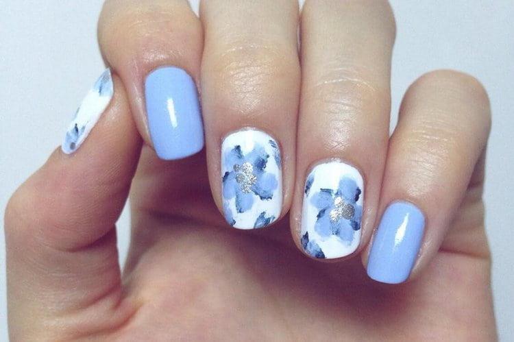 Голубые цветочки на белом фоне: что может быть нежнее?