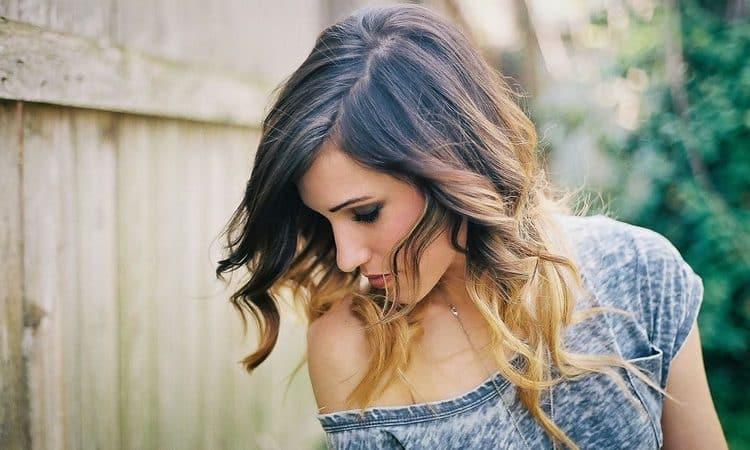Посмотрите фото красивого окрашивания омбре на русые волосы.