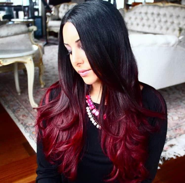Многим нравится делать красное омбре на темные волосы.