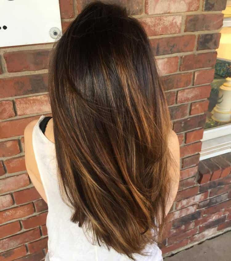 Такая техника позволяет окрашивать волосы гораздо реже.