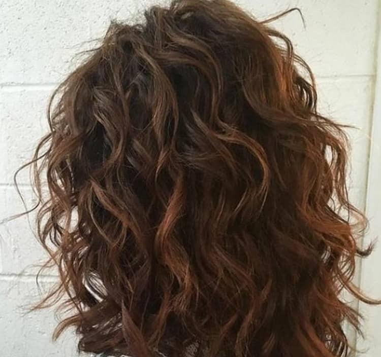 Можно также делать омбре на длинные темные волосы с челкой.