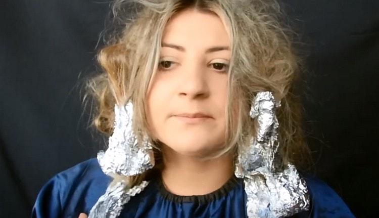 Теперь вы знаете, как покрасить волосы омбре в домашних условиях.