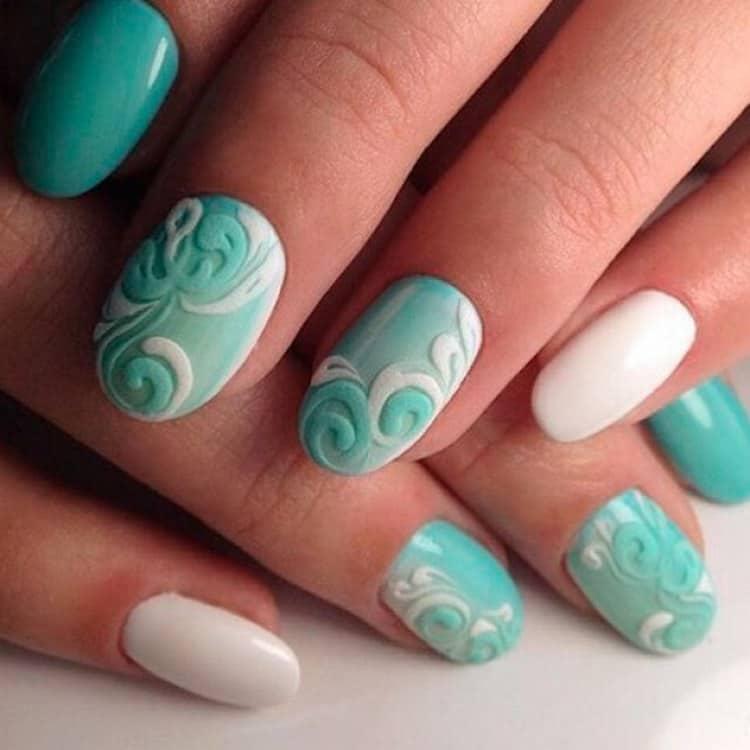 А вот красивый маникюр на овальную форму ногтей.