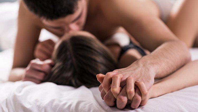Мужчина Овен и женщина Стрелец демонстрируют завидную совместимость в постели.