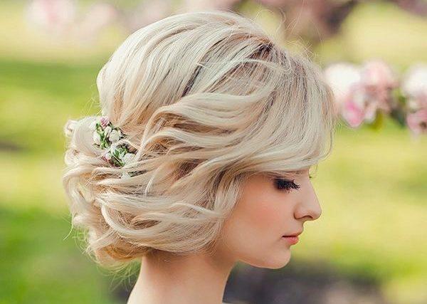 Можно в свадебной укладке прибегнуть к более классическому стилю