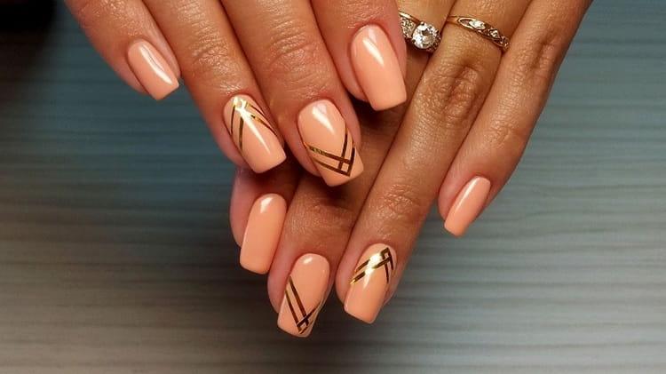 А вот простой дизайн ногтей гелем.