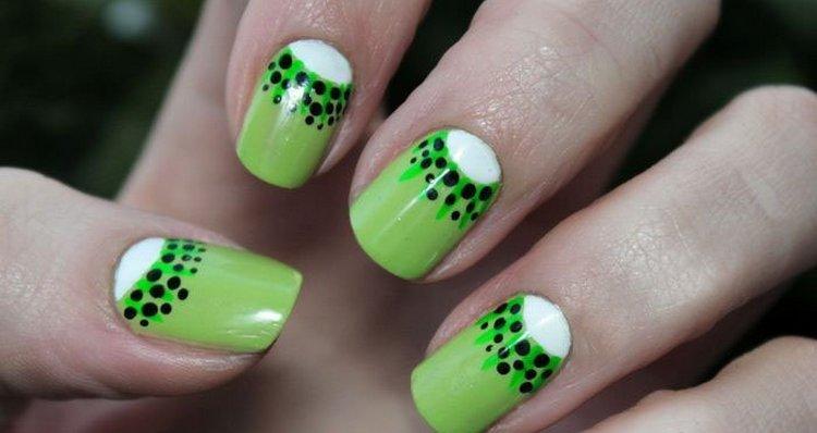 А вот красивый и простой летний дизайн ногтей.