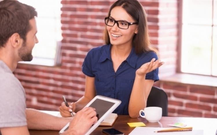 Совместимость знаков зодиака женщина-Рак и мужчина-Близнецы в рабочих отношениях непростая, но все же может дать хороший результат.