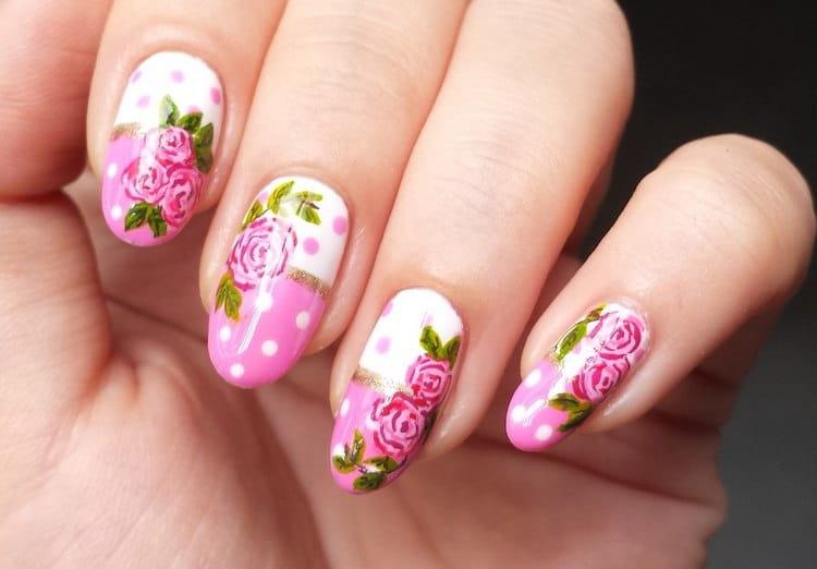 Нежнейшие цветы на ногтях.