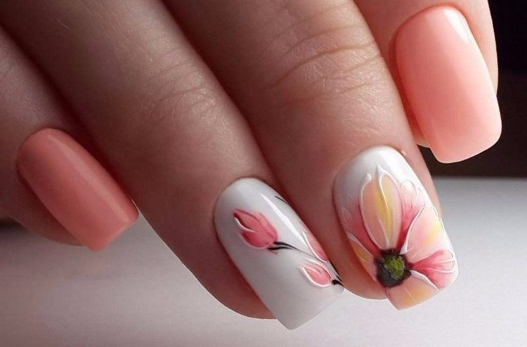 очень нежный и красивый цветок гель-лаком на ногтях.