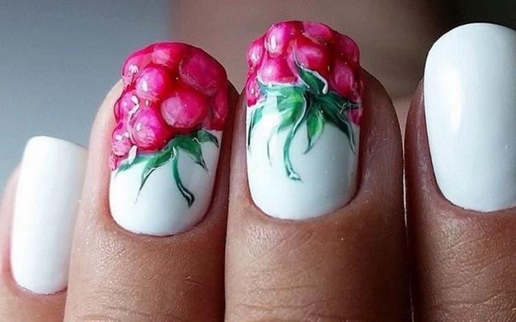 Объемные ягоды на ногтях гель-лаком.