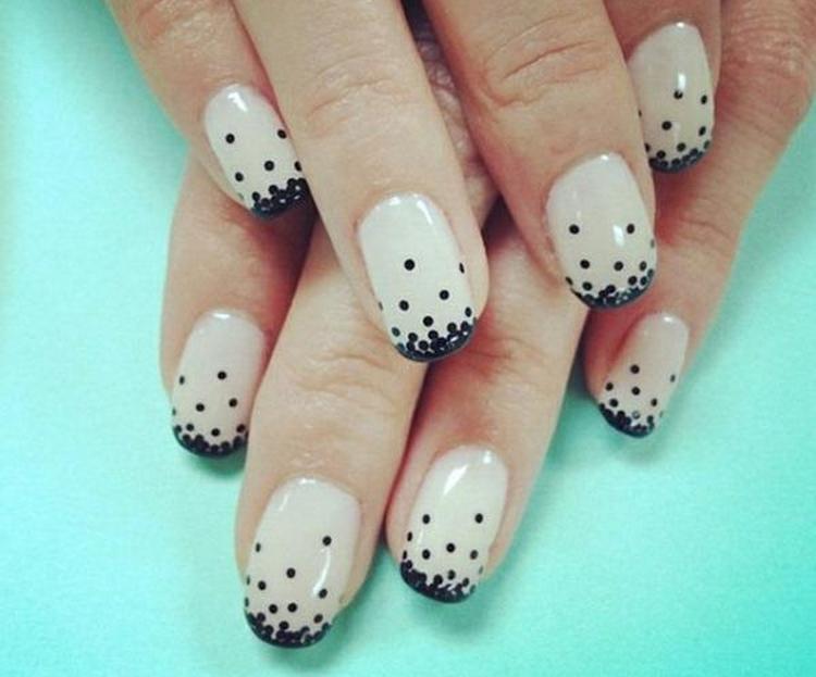 такие точки на ногтях сможет сделать любая девушка.