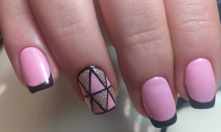 Стильный френч в сочетании с геометрией на ногтях.