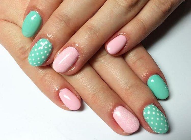 Оригинальный мятно-розовый дизайн ногтей.