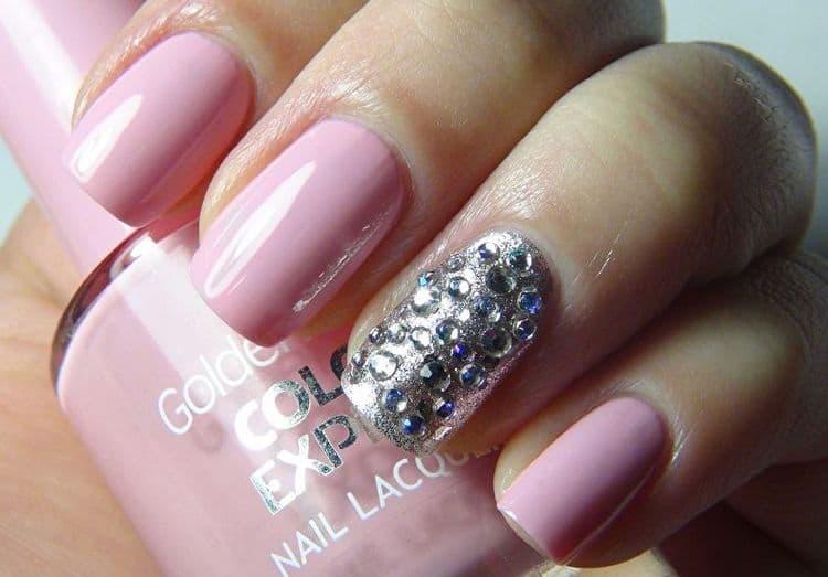 Еще один вариант розового дизайна с серебром.