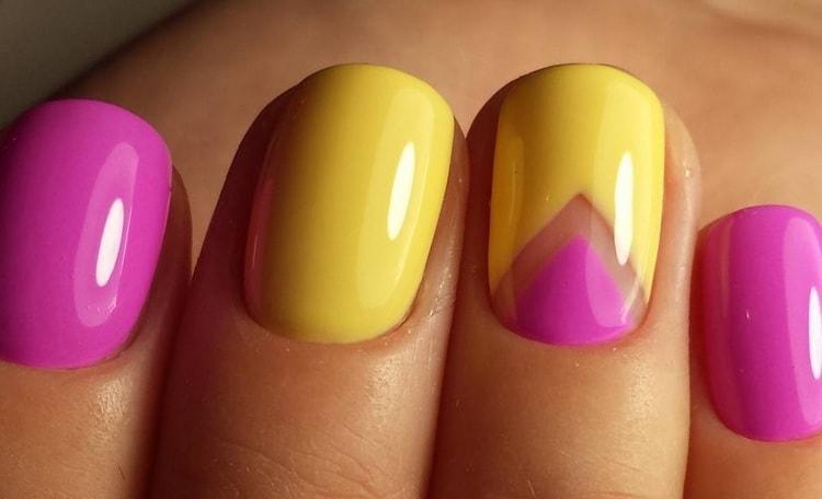 оригинальный желто-розовый дизайн ногтей.