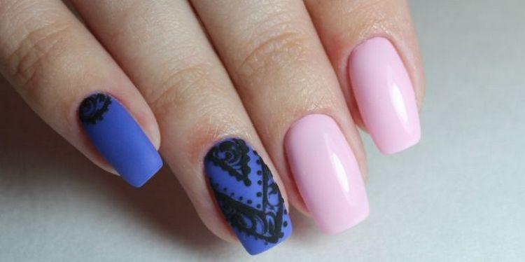 Стильный маникюр синий с розовым.