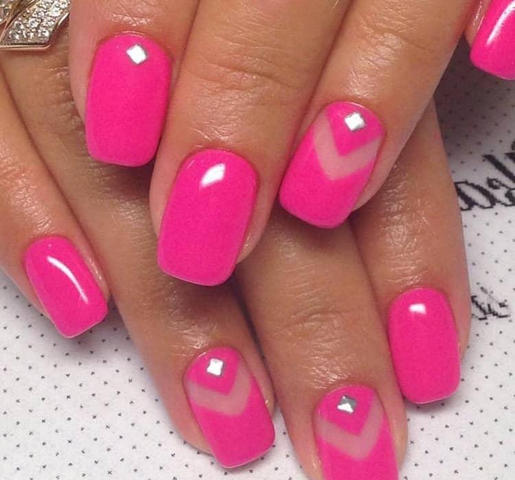 Стильный ярко-розовый маникюр.