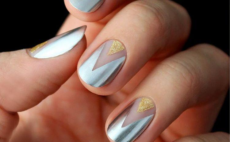 Очень стильный дизайн ногтей с элементами геометрии.