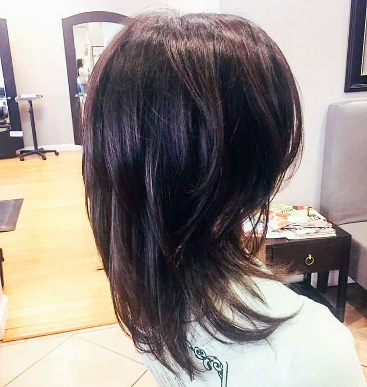 Укладка стрижки каскад на средние волосы, как на фото, не занимает много времени.