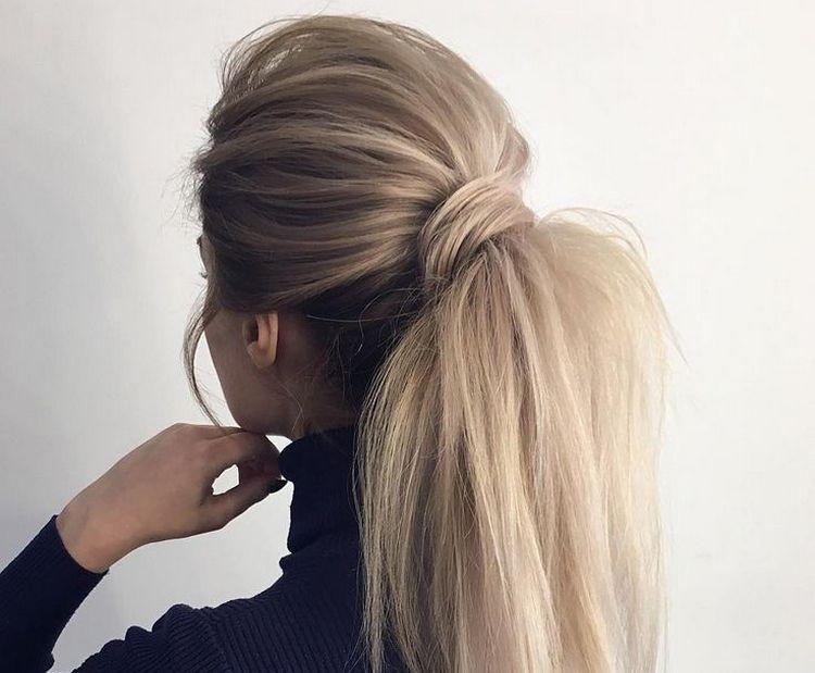 Стильно выглядят и высокие прически на длинные волосы.