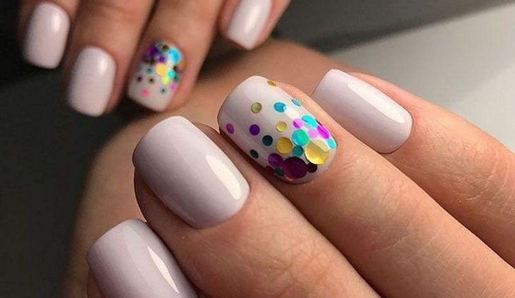 Для весеннего дизайна ногтей будут актуальными камифубуки.