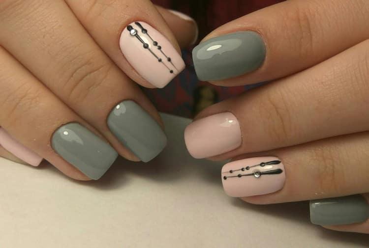 А вот стильная геометрия на ногтях.